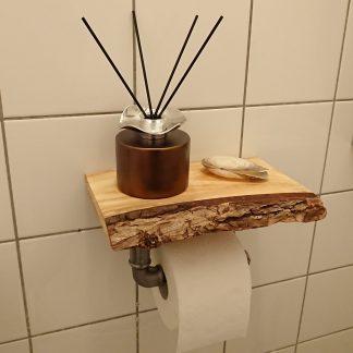 Toiletrolhouder van buismateriaal met plankje met schors en decoratie