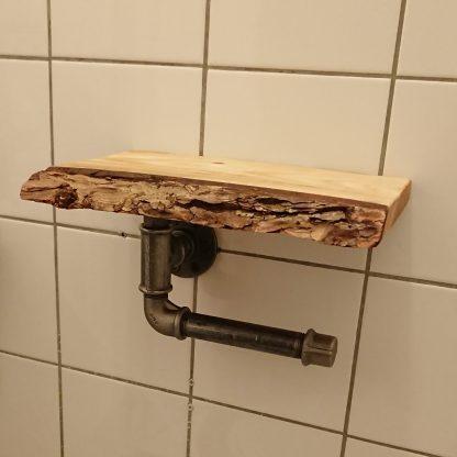 Toiletrolhouder van buismateriaal met plankje met schors