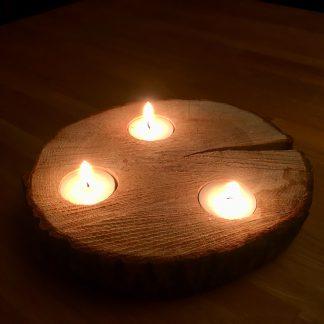 Houten schijf met 3 brandende waxine lichtjes