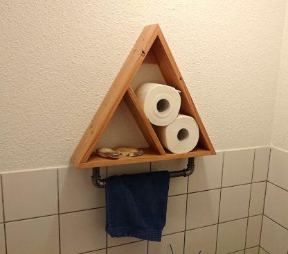 Toilet kastje industriële look met handdoekhanger van buismateriaal
